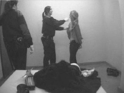 La joven rusa Elena Podvigina, detenida y agredida por dos mossas en la comisaría de Les Corts.