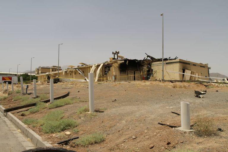 Edificio del complejo nuclear de Natanz dañado en el incendio del pasado jueves, en una imagen de la Organización de la Energía Atómica de Irán.