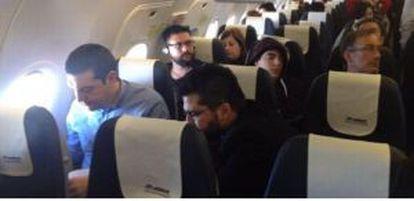 Tsipras volando, en clase turista, de Atenas a Berlín.