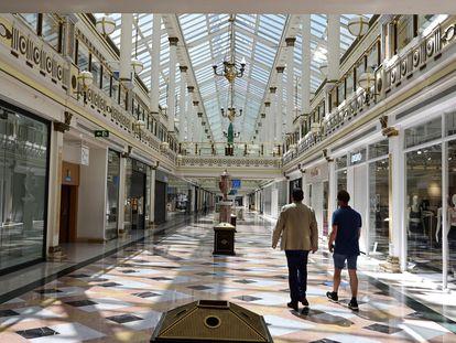 El centro comercial Plaza Norte 2, de Madrid, antes de que las tiendas pudiera abrir en España.