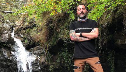 Xavi Caballero, trasplantado de pulmón, en una caminata por Cantabria.