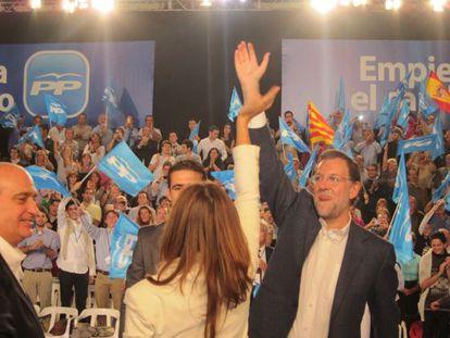 El líder del PP, Mariano Rajoy, en un mitin En Cerdanyola Del Vallès
