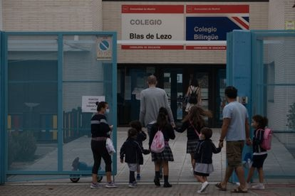 Entrada de alumnos al colegio Blas de Lezo, en Madrid.