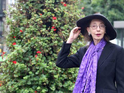 La escritora estadounidense Joyce Carol Oates, ayer en la plaza del Ensanche en Bilbao.