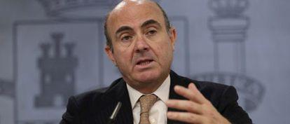 El ministro de Economía, Luis de Guindos, tras el Consejo de Ministros.