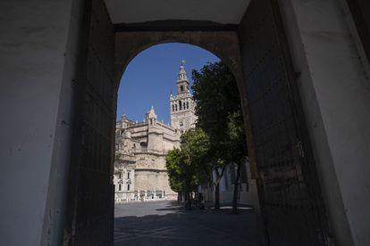 Imagen del casco histórico de Sevilla, con la Giralda al fondo, uno de los monumentos que la Iglesia ha inmatriculado a su nombre.