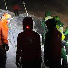 Efectivos de emergencia de Asturias buscan a un operario de una quitanieves desaparecido en el puerto de San Isidro el día de Año Nuevo.