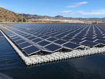 Planta desaladora alimentada con energía solar en Mazarrón (Murcia).