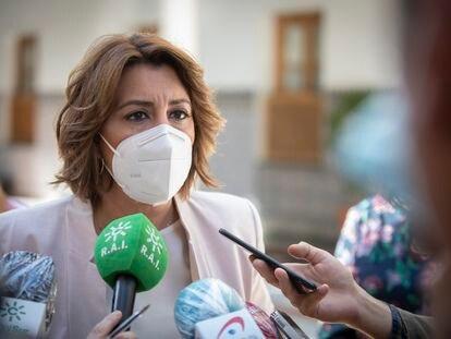 La secretaria del PSOE-A, Susana Díaz, antes del inicio de la sesión de control al gobierno del Pleno del Parlamento de Andalucía.