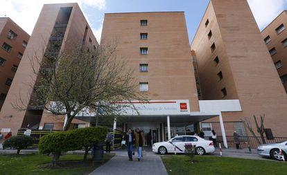 Fachada del Hospital Príncipe de Asturias de Alcalá de Henares (Madrid).