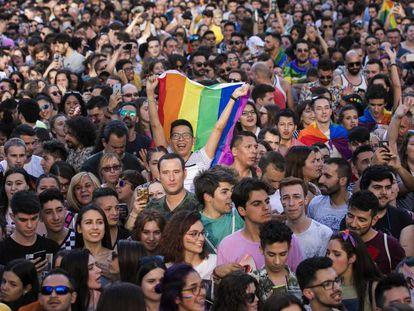 Celebración del Orgullo de 2018 en Madrid. En vídeo, carta de personalidades a los jóvenes LGTBQ+.