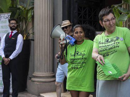 Protesta de las 'kellys' en un hotel de Barcelona.