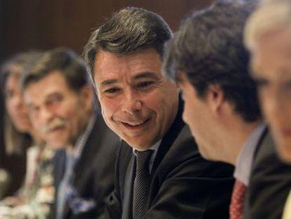 Ignacio González, en una reunión del Canal de Isabel II.