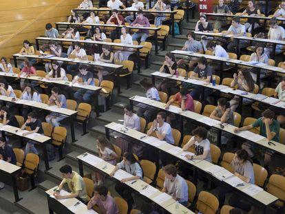 Alumnos de Selectividad en la Facultad de Odontología de la Universidad Complutentense de Madrid.