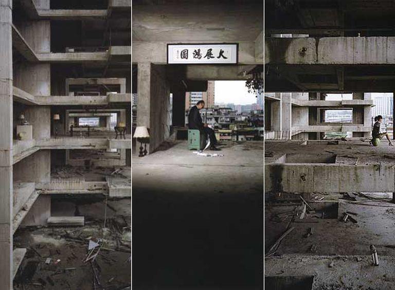 Tres fotografías de la serie <i>Lanwei, Guangzhou</i> (2006), del artista <i>anothermountainman,</i> que puede verse en la 10 Chancery Lane Gallery.