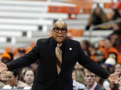 Quentin Hillsman, en su etapa de entrenador en el equipo de la universidad de Syracuse