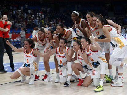 Las jugadoras española celebran el triunfo