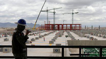 Vista general de la construcción del nuevo aeropuerto Felipe Ángeles, en Santa Lucía, Ciudad de México, en junio de 2020.