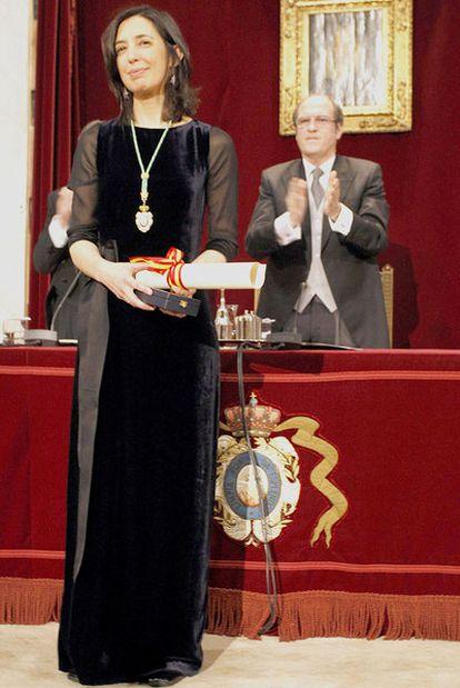Inés Fernández-Ordóñez y, detrás, Ángel Gabilondo, ministro de Educación, ayer en la Real Academia Española.