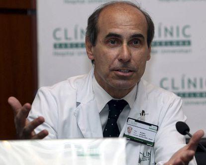 Laureano Molins López-Rodó, jefe del servicio de cirugía torácica del Hospital Clínic de Barcelona, que ha dirigido la operación al rey Juan Carlos.
