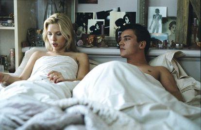Scarlett Johansson y Jonathan Rhys Meyers en una escena de 'Match Point'
