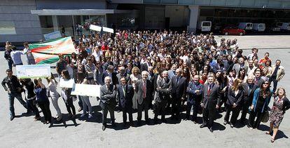El ministro de Educación, Ángel Gabilondo, con responsables de EL PAÍS y de Endesa, en la IX entrega del premio de El País de los Estudiantes