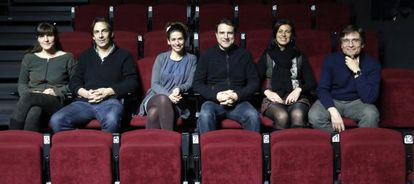 Los integrantes de Teatro de Barrio, en las butacas de la antigua sala Triángulo