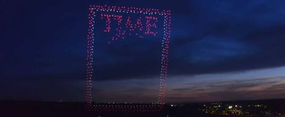 Portada de la revista 'Time' de junio de 2018, realizada con casi 1.000 drones en suspensión.