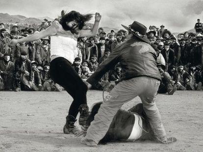 Las mujeres liberan viejas rencillas en el combate.