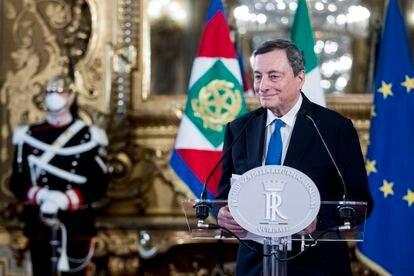 El primer ministro designado Mario Draghi después de haber aceptado el mandato para formar un nuevo Gobierno, tras la renuncia de Giuseppe Conte, el 3 de febrero de 2021 en Roma, Italia.