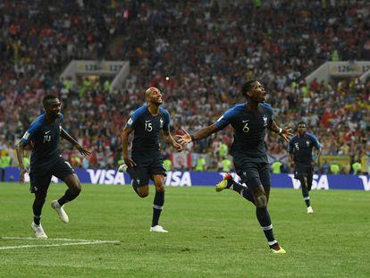 Paul Pogba, con el número 6, celebra su gol en la final de Moscú del Mundial de Fútbol.