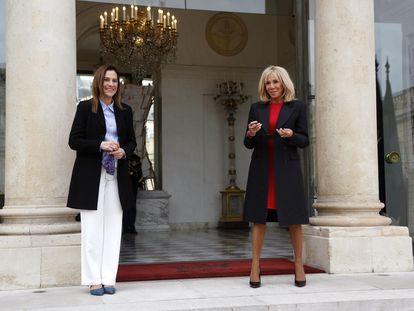 Beatriz Gutiérrez Müller, recibida por Brigitte Macron en París.