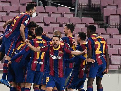 Los jugadores del Barça celebran el tercer gol ante el Sevilla este miércoles en el Camp Nou.