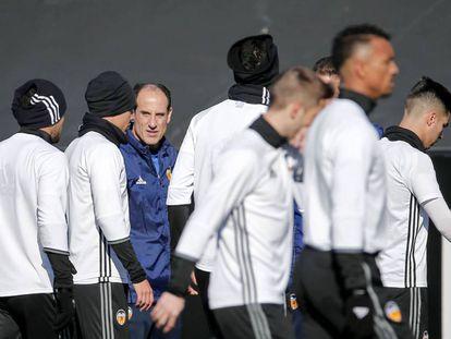 Voro dirige el entrenamiento del Valencia.