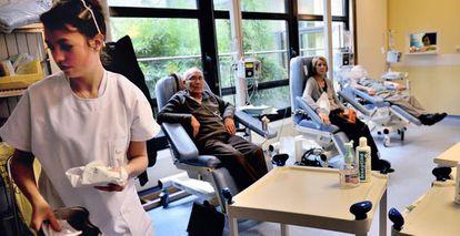 Pacientes recibiendo tratamiento de quimioterapia.