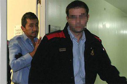 Gilbert Champa, cuando fue detenido por el asesinato de una estudiante de Derecho en Lleida.