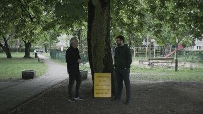 Jon Sistiaga plantea en el programa 'Polonia: ¿Zona libre de LGTBI?', de Movistar+, la homofobia latente del país centroeuropeo.