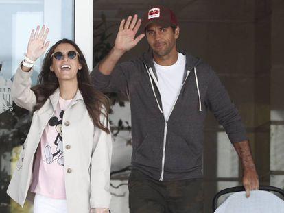 Ana Boyer y Fernando Verdasco a su salida del la clínica Ruber Internacional de Madrid, este viernes.
