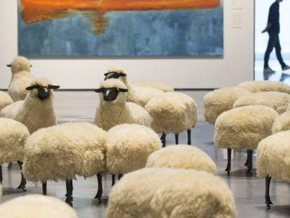 La obra 'Troupeau de moutons', de Francois-Xavier Lalanne, que forma parte de la nueva exposicion permanente del Centro Pompidou de Málaga.