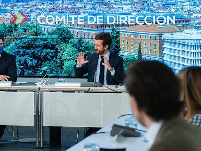 El líder del PP, Pablo Casado, en el comité de dirección del PP, reunido este viernes.
