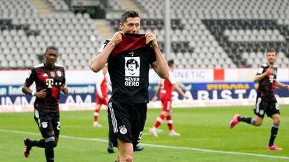 Lewandowski dedica su 40º gol de esta temporada en la Bundesliga a Gerd Müller.