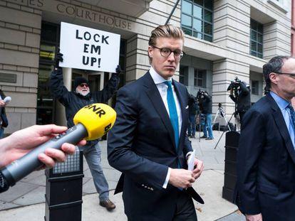 El abogado Alex Van Der Zwaan, este martes a la salida del tribunal en Washington DC.