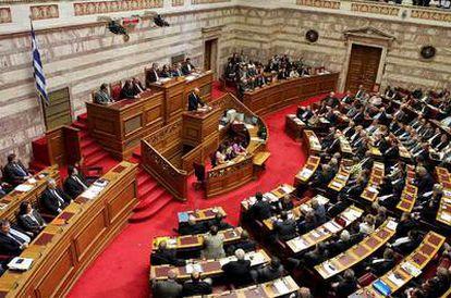 El Parlamento de Grecia ha aprobado por mayoría absoluta el programa de austeridad para hacer frente a la crisis económica