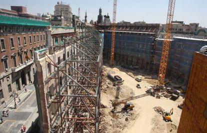 Estado de las obras del Complejo Canalejas, con las fachadas apuntuladas, el pasado viernes.