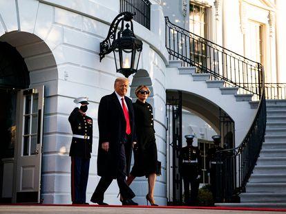 Donald Trump abandona la Casa Blanca el pasado 20 de enero, acompañado de la primera dama, Melania Trump.