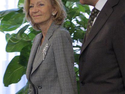 Elena Salgado y José Blanco, antes de su reunión de ayer.