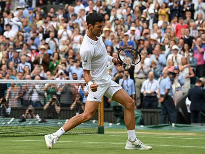 Djokovic elebra su triunfo contra Shapovalov, este viernes en la central de Wimbledon.