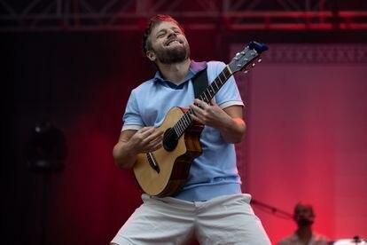 Josep, cantante de Oques Grasses, en el primero de los dos conciertos que ofrecieron este sábado en el Estadio Olímpico de Barcelona.