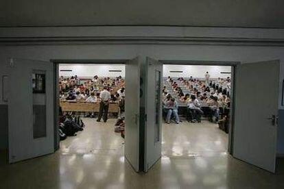 Prueba de selectividad en un aula de la Universidad de Barcelona.