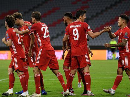 El Bayern celebra el gol de Lewandovski.